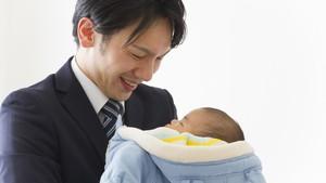 Curhat Ayah yang Jadi Gampang Menangis Haru Sejak Bayinya Lahir