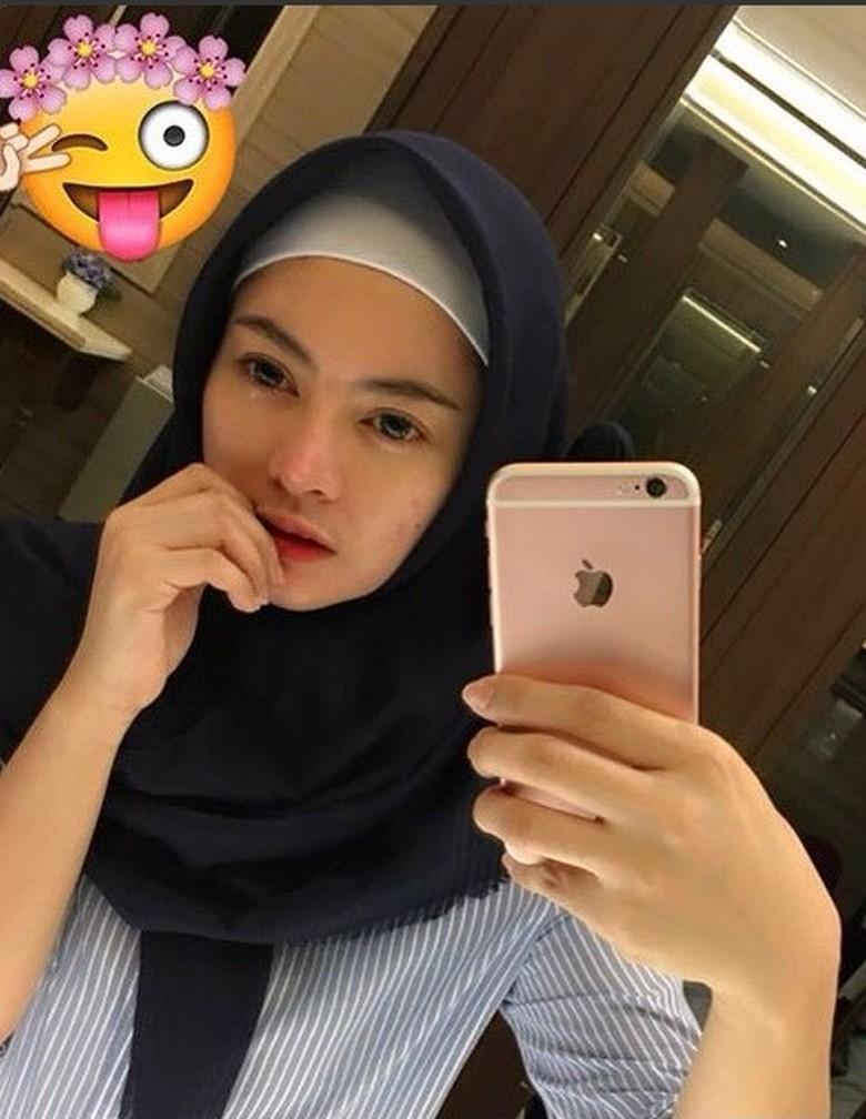 Berhijab, Vitalia Shesya Kini Anggap Selfie Ekspos Tubuh Sama dengan Zina