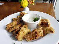 Yummy! Chicken Wings Berbumbu Gurih Pedas Bisa Ditemukan di 5 Tempat Ini