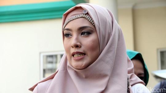Elma Theana Penuhi Panggilan KPAI Terkait Gatot Brajamusti