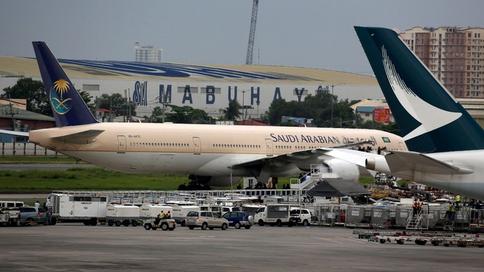 A Saudi Arabian Airlines passenger plane is pictured parked at the tarmac of Ninoy Aquino International airport in Pasay city, Metro Manila, Philippines September 20, 2016.    REUTERS/Erik De Castro