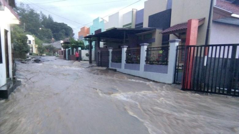 Korban Tewas Banjir Bandang Garut Tambah Jadi 6 Orang, 16 Orang Lagi Hilang