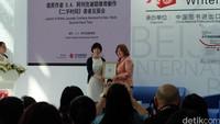 Para Penulis Perempuan yang Berkuasa di Nobel Sastra