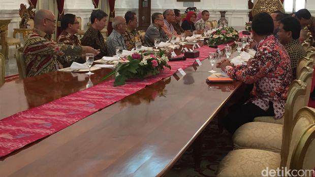 Presiden Jokowi kumpulkan ekonom dan pengusaha