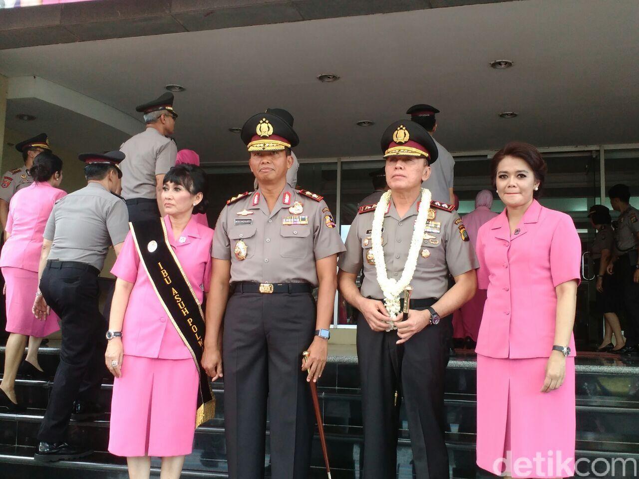 Irjen Pol Moechgiyarto dan istri serta Irjen M Iriawan dan istri foto bersama (Mei Amelia/detikcom)