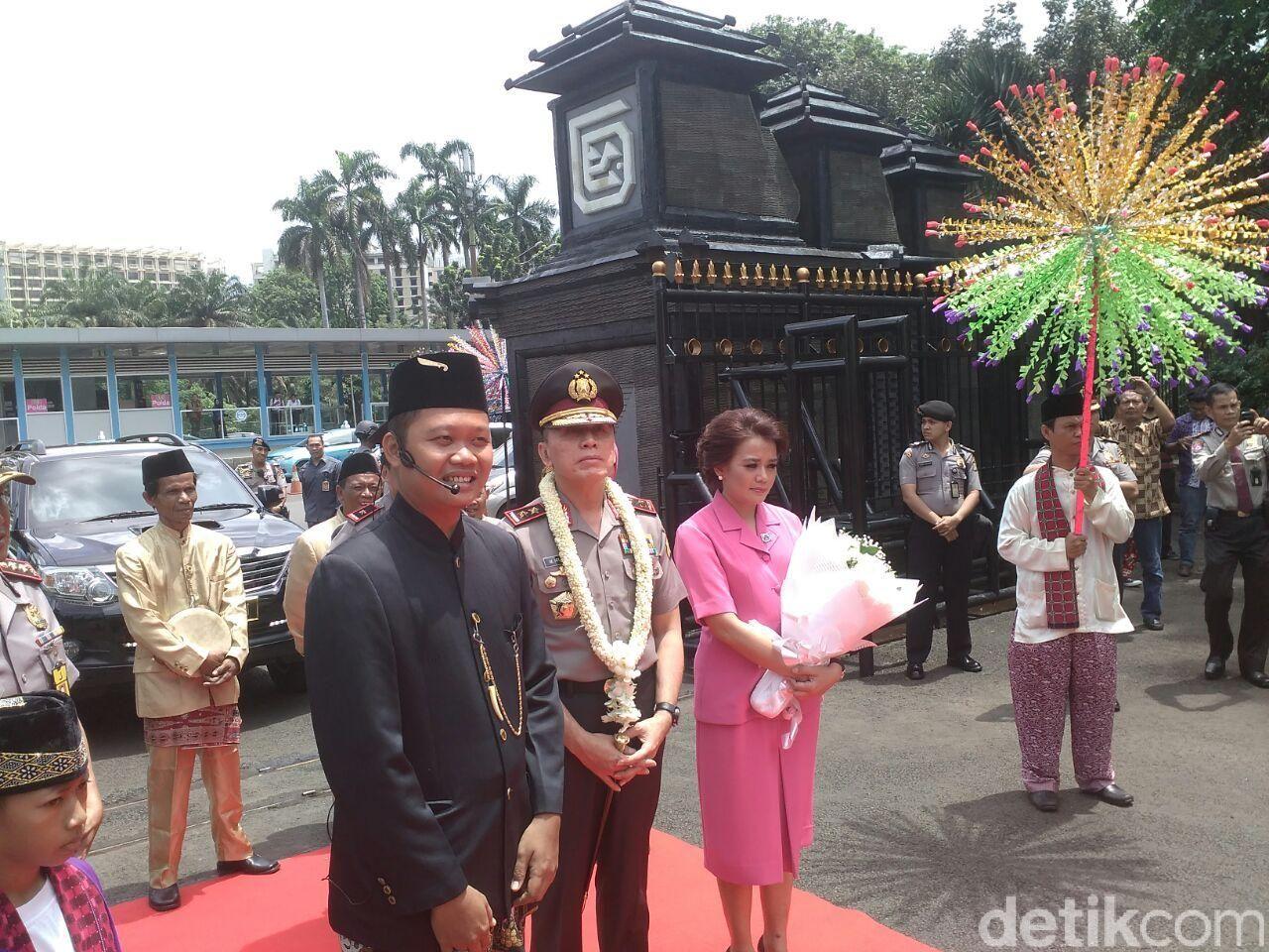 Irjen M Iriawan dan istri disambut ramah di Polda Metro Jaya (Mei Amelia/detikcom)