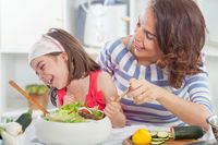 Ajarkan Kebiasaan Makan Sehat Si Kecil dengan 10 Cara Praktis Ini
