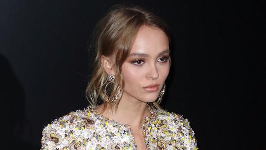 Seksinya Putri Johnny Depp Pamer Perut Rata