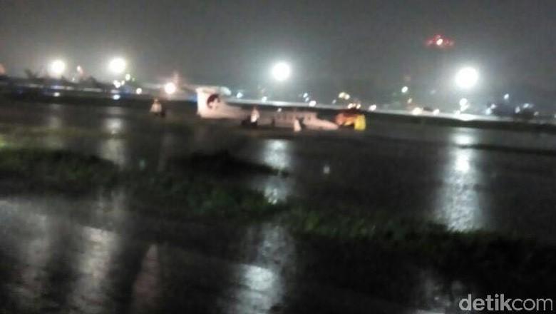 Pesawat Learjet Tergelincir Keluar Landasan Saat Mendarat di Bandara Halim PK