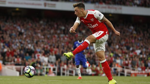 Mesut Oezil terancam didepak dari Arsenal.