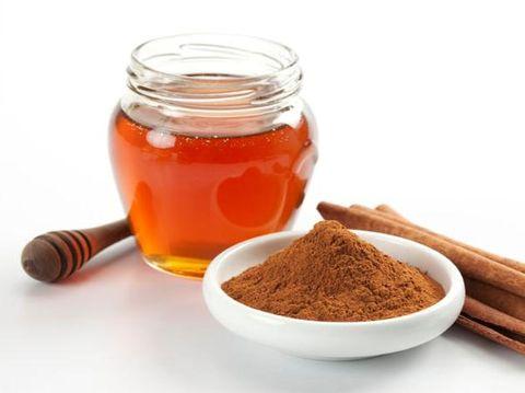 kayu manis, bahan alami untuk menghilangkan bau badan.