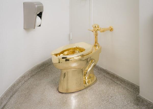 Sebagai gantinya, pihak museum menawarkan untuk meminjamkan karya seni toilet emas (Guggenheim Museum/Twitter)
