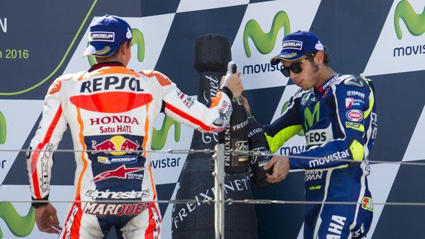 Marc Marquez menolak menjabat tangan duluan kepada Valentino Rossi.