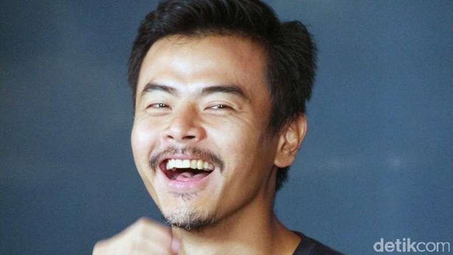 Dion Wiyoko Tampil Berjanggut