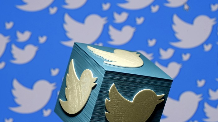 A 3D-printed logo for Twitter is seen in this picture illustration on January 26, 2016.  REUTERS/Dado Ruvic/Illustration/File Photo