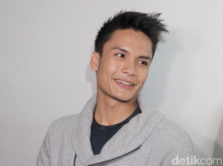 Kerap Mesra, Randy Pangalila Jadi Pacaran Nggak dengan Zaskia Gotik?
