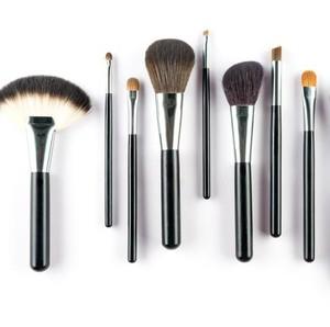 Lagi Viral, Cuci Kuas Makeup Pakai Saringan