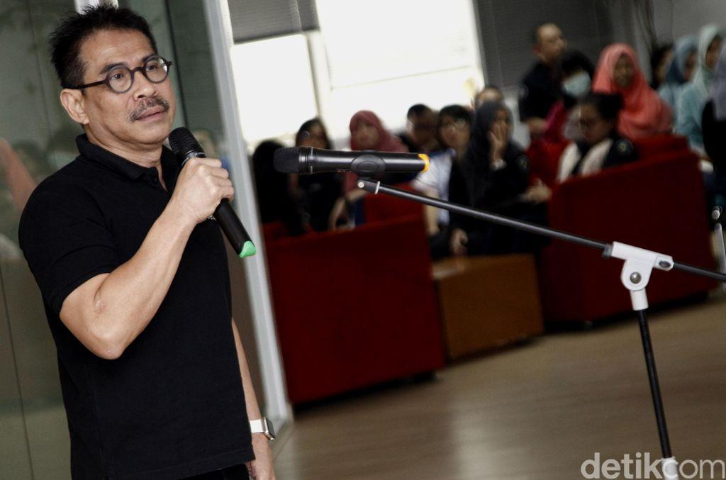 Budiono Darsono menyampaikan keputusan untuk pensiun dari detikcom. Foto: Ridho/detikcom