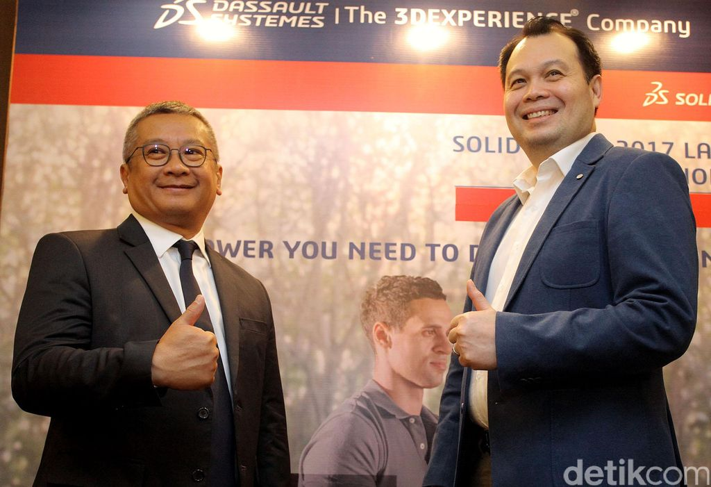 Director Professional Channel AP South Dassault System, Benjamin Tan didampingi Senior Technical Manager, Profesional Chanel AP South, Dassault Systemes, Ba-Thong Phan, saat memperkenalkan produk software desain 3D terbarunya, Solidworks 2017, di Jakarta, Kamis (29/09/2016).