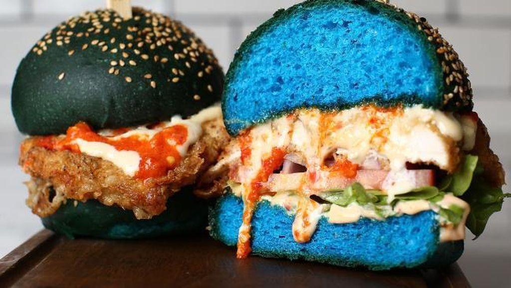 Setelah Tren Burger Hitam, Kini Ada Mutant Burger yang Berwarna Biru!