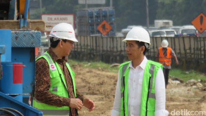 Jokowi-Ahok saat meninjau pembangunan LRT. (Bagus/detikcom)