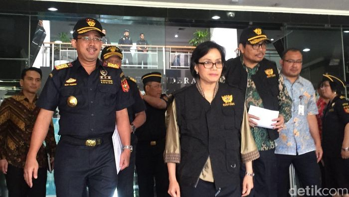 Menteri Keuangan Sri Mulyani Indrawati dan Dirjen Bea Cukai Heru Pambudi/Foto: Maikel Jefriando-detikFinance