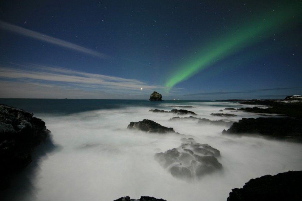Pemandangan Aurora di Langit Islandia (visitreykjanes)