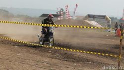Ratusan Crosser Adu Tangguh di Kejuaraan Motocross Piala Bupati Pasuruan