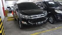 Mobil Dinas Baru Milik Anggota DPRD Jabar Mejeng di Parkiran Kantor Dewan