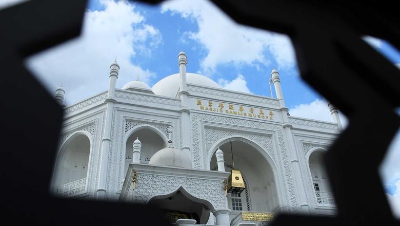 Masjid bergaya Taj Mahal di Sunter yang dibangun oleh seorang mualaf keturunan tionghoa