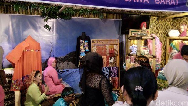 Istri Kapolri dan Ibu bhayangkari di acara Bazar/ Idham detikcom