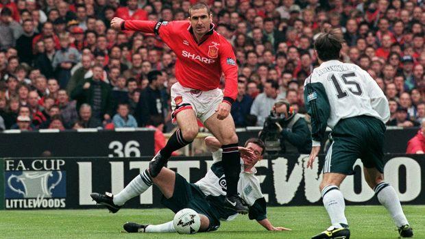 Eric Cantona disebut Ryan Giggs tak pernah kena marah oleh Sir Alex Ferguson. (