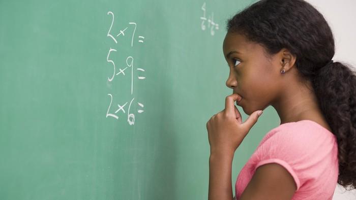 Anak-anak diajarkan cara menghitung kalori agar mempromosikan pola diet sehat. (Foto: Thikstock)