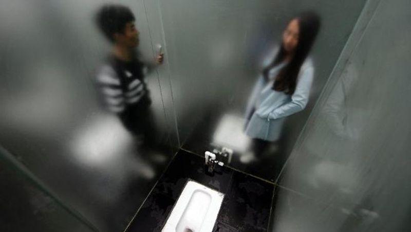 Toilet di Shiyan Lake Ecological Park ini lantas mencuri perhatian warga China dan traveler. Mungkin bisa dibilang, sebagai toilet paling unik di dunia (AFP)