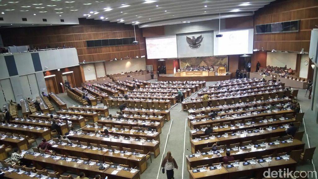 DPR Gelar Sidang Paripurna Terima Laporan BPK Semester I-2016