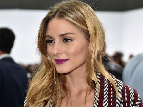Datang ke Paris Fashion Week, Olivia Palermo Pakai Lipstik Ungu & Biru
