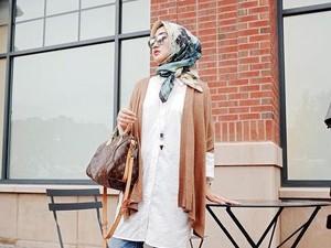 Padu-padan Jilbab Motif Bunga dari Indah Nada Puspita Hingga Lulu Elhasbu