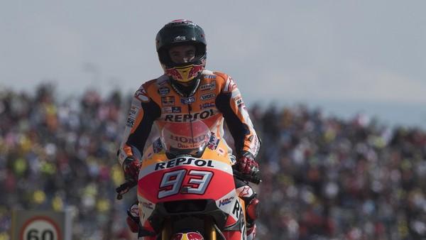 Lewat <i>Twitter</i>, Lorenzo Beri Selamat kepada Marquez