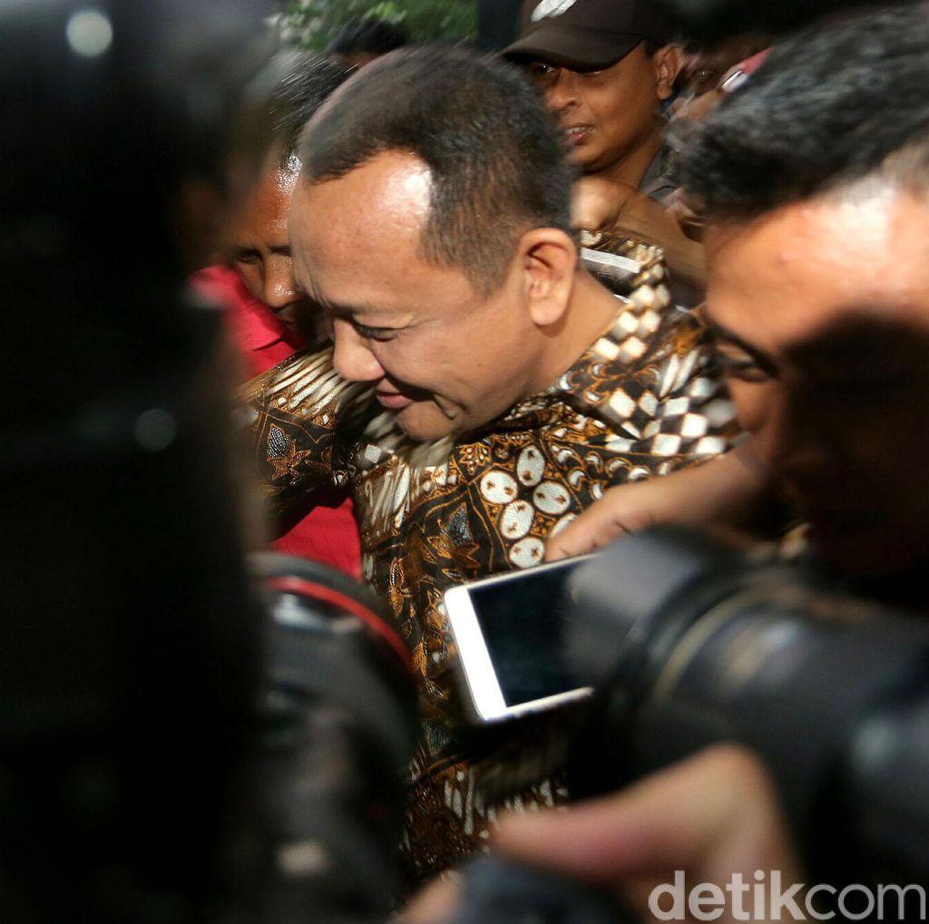 Jaksa Tunjukkan Tumpukan Dolar, Eks Sekretaris MA: Hasil Usaha Walet