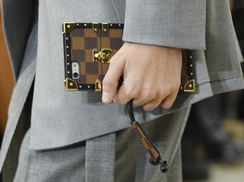 Dirilis Pertamakali, iPhone Case Louis Vuitton Menarik Atensi di Paris