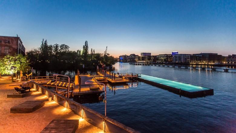 Foto: Sungai Spree di Kota Berlin, Jerman punya kolam renang di atasnya (Markus Mann/Arena Berlin)