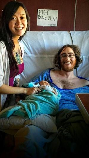 Mengharukan! Kisah Ayah dengan Kanker yang Sambut Kelahiran Anaknya