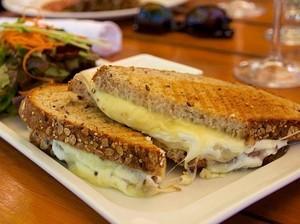 Sarapan Hari Senin, 7 Cheezy Sandwich yang Lumer Mulur Kreasi Netizen