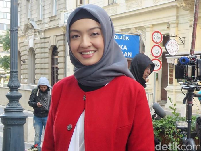 Raline Shah saat syuting film Surga yang (Tak) Dirindukan 2