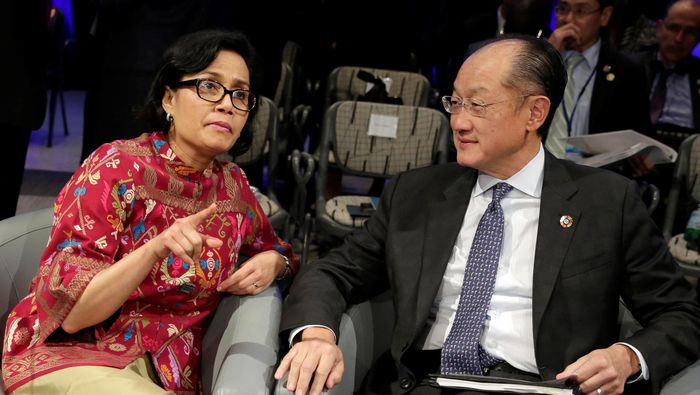 Menteri Keuangan RI Sri Mulyani Indrawati dan Jim Yong Kim. Foto: Reuters