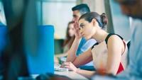Ingin Punya Karier Cemerlang? Sering-sering Ajak Pasangan Bermesraan