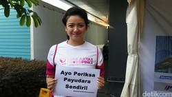Dalam kampanye kesadaran kanker payudara Jakarta Goes Pink, para artis hadir dan mendukung agar masyarakat melakukan gerakan periksa payudara sendiri (SADARI).