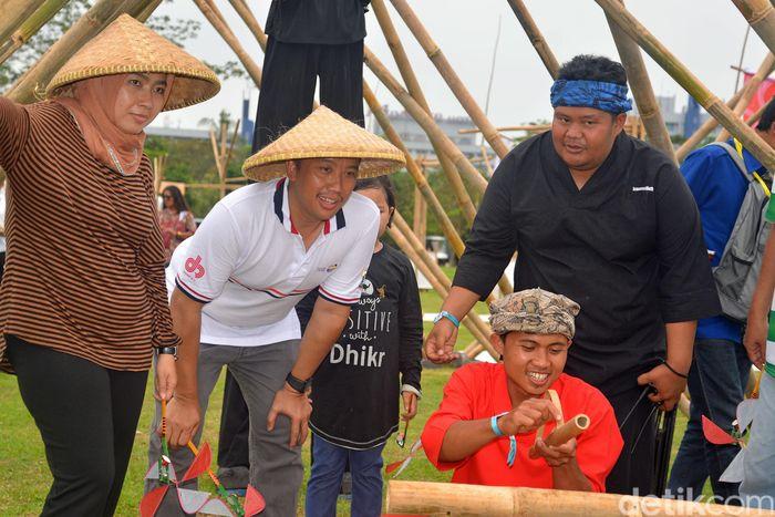 Menpora Imam Nahrawi didampingi istrinya Shobibah Rohmah turut meramaikan 6th Tafisa World Sport For All 2016 di Taman Impian Jaya Ancol, Jakarta.
