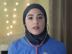 Tutorial Hijab Simpel untuk Dokter Saat Pakai Stetoskop