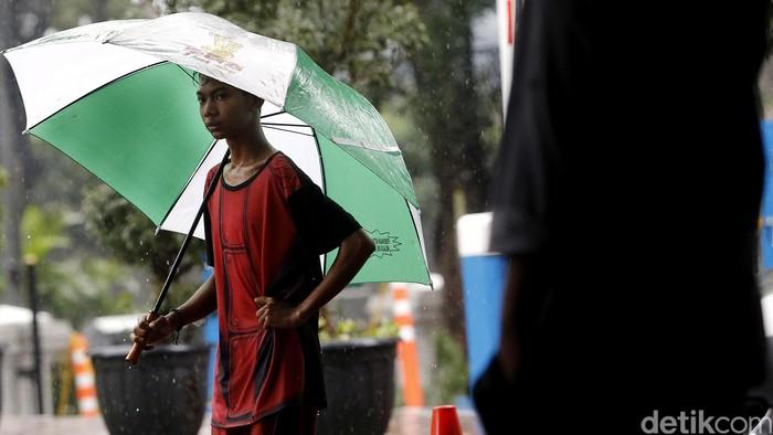 Tiap kali turun hujan, kenapa perut terasa cepat lapar ya? (Foto: Rengga Sancaya)